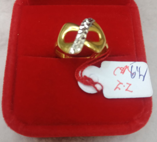 Picture of 18K Saudi Gold Ring, Size 6 1/2, 2.2g, 207R61222