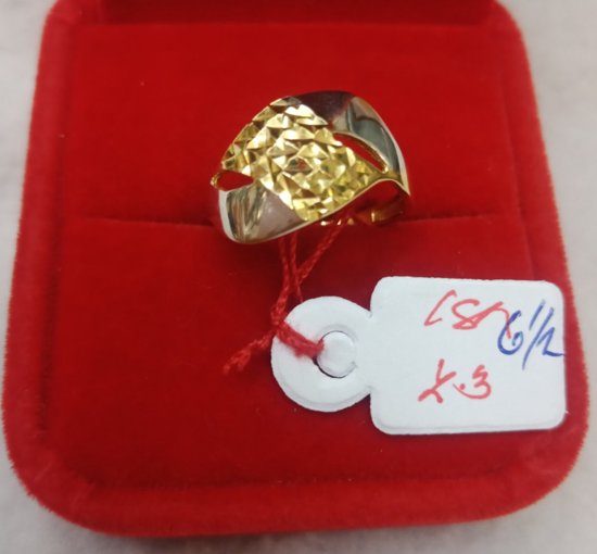 Picture of 18K Saudi Gold Ring, Size 6 1/2, 2.3g, 207R61223